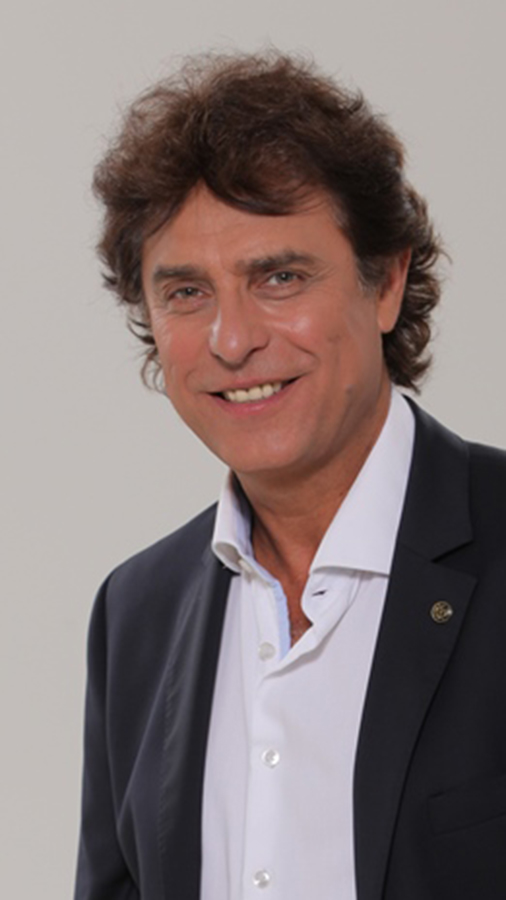 Gergely Róbert EMeRTon-díjas színész, énekes