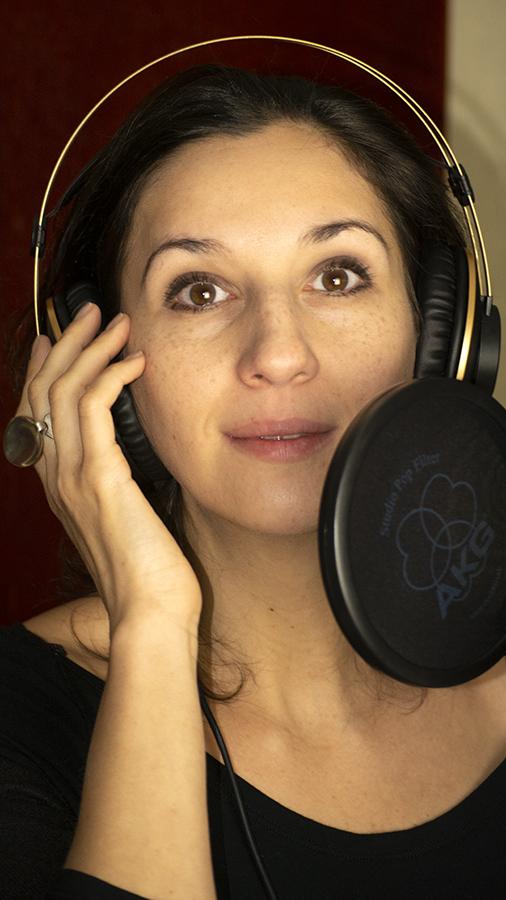Bánfalvi Eszter Színművésznő, szinkronszínész
